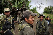 Members of the FARC guerilla talking together. - Boris Heger - 25-06-2010