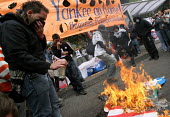 Protesters burn an American flag as President Bush meets his colombian counterpart Alvaro Uribe, in Bogota, March 11, 2007, Colombia. - Boris Heger - 11-03-2007