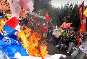 Protesters burn an american flag representing dead heads instead of stars as President Bush meets his colombian counterpart Alvaro Uribe, in Bogota, March 11, 2007, Colombia. - Boris Heger - 2000s,2007,activist,activists,against,american,americans,americas,anti,Bogota,burn,burning,BURNS,Bush,CAMPAIGN,campaigner,campaigners,CAMPAIGNING,CAMPAIGNS,colombia,Colombian,Colombians,confront,confr