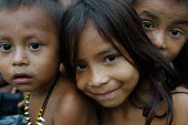 Internally displaced indigenous children who used to live very close to the border, Yape, Darien region, Panama, August 2004. This region is very remote. - Boris Heger - 25-08-2006