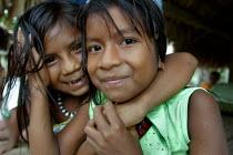 Embera girls, Embera indigenous village of Matugandi, Darien region, Panama, August 2004. This region is very remote. - Boris Heger - 25-08-2006