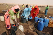 Women collect water at the only water point around 200 km, in Al Hosh, near Kutum, Darfur region, Sudan, May 2006. - Boris Heger - 10-05-2006