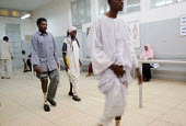 War wounded learning to walk with their new orthopaedic prosthesis, state orthopaedic center, Khartoum, Sudan, 2006 - Boris Heger - 27-05-2006