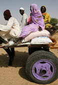 A family displaced by the violence comes back from a food distribution centre, IDP camp of Gereida, Darfur region, Sudan, May 2006. - Boris Heger - 06-05-2006