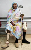 Elderly war wounded woman with an orthopaedic prosthesis, orthopaedic center, Khartoum, Sudan, 2006 - Boris Heger - 27-05-2006
