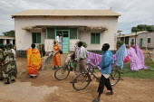 Outside view of a ward with patients strolling around, Juba Teaching Hospital, South Sudan, May 2006. - Boris Heger - 24-05-2006