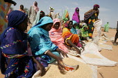 Women refugees from Darfur sell some grain in the market of the Farchana refugee camp, Eastern Chad, near the border with the Darfur region of Sudan. October 2005. - Boris Heger - 2000s,2005,agencies,agency,aid,aid agency,assistance,border,bought,buy,buyer,buyers,buying,camp,camps,cereal crop,Chad,Chadian,charitable,charities,charity,Civil War,commodities,commodity,conflict,con