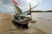A fishing boat on the bank of the Tana River, Eastern Kenya, December 2003. - Boris Heger - 10-12-2003