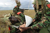 Countrys special forces policemen play a wounded evacuation during a military exercise, Nairobi, Kenya, January 2004. - Boris Heger - 16-01-2004