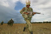 Special Forces policemen simulating an attack during a military exercise, Nairobi, Kenya, 2004 - Boris Heger - 16-01-2004
