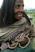 Woman holding a hand made rope near Dessie, South Wollo region, Ethiopia, August 2005. - Boris Heger - 08-09-2006