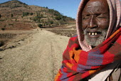 An old blind man goes to his field on the outskirts of the city of Harar, Ethiopia, February 2006. - Boris Heger - 07-02-2006