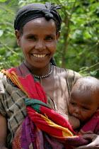 Woman and brest feeding baby in coffee plantation, near Dire Dawa, Ethiopia, October 2005. - Boris Heger - 26-10-2005