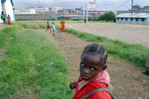 A girl on her way to Mukuru school, in background, Nairobi, Kenya, May 2004. - Boris Heger - 11-05-2004