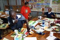 Art lesson at Mukuru school, Nairobi, Kenya, May 2004. - Boris Heger - 11-05-2004