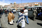 Indigenous people in the city center, La Paz, Bolivia, August 2004 - Boris Heger - 2000s,2006,americas,Amerindian,Amerindians,bolivia,Bolivian,bolivians,Bowler Hat,cities,city,EBF Economy,FEMALE,hats,indigenous,Latin America,pedestrian,pedestrians,people,person,persons,Pollera,scene