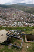 The poor and intermitent water supply to Los Altos de Cazuca, one of the worst slums in Bogota, Colombia, January 2006. There are an estimated 3 million people displaced by conflict with guerrilla gro... - Boris Heger - 30-08-2006