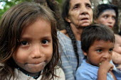 Internally displaced by FARC guerillas, an Embera indigenous family who used to live right on the border with Colombia, near Yaviza, Darien region, Panama, living in dire conditions in Arrevachi villa... - Boris Heger - 30-08-2006