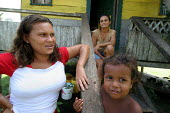 A colombian refugee mother and boy in front of their house in Yape, Darien region, Panama, January 2006. This region is very remote. - Boris Heger - 30-08-2006