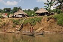 An indigenous community along the river near Aruza, Darien region, Panama, January 2006. This region is very remote. - Boris Heger - 30-08-2006