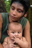Internally displaced by FARC guerillas,, an embera indigenous girl and her sick baby who used to live right on the border with Colombia, near Yaviza, Darien region, Panama, January 2006. This region i... - Boris Heger - 30-08-2006