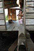 Colombian refugees displaced by the civil war in their country, boy playing in his hut, El Real, Darien region, Panama, January 2006. This region is very remote. - Boris Heger - 30-08-2006
