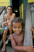 Colombian refugees displaced by the civil war in their country mother and boy in front of their house in Yape, Darien region, Panama, January 2006. This region is very remote. - Boris Heger - 30-08-2006