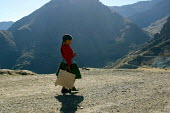 Local girl walking on the road, near Toccasquesera, in the region of Ayacucho, Peru, September 2004. - Boris Heger - 29-08-2004