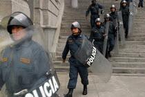 Anti riot policemen guard The Palace of Justice, Lima, Peru, September 2004. - Boris Heger - 29-08-2004