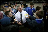 Chief Inspector of Schools Maurice Smith visiting ST Oswald's RC Primary in Ashton-in-MAkerfield, Wigan. - Christopher Thomond - 25-01-2006