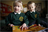 Pupils at Greenside Primary School and Early Excellence Centre, Droylsden, Tameside, Greater Manchester - Christopher Thomond - 04-04-2006
