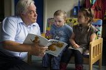 Headteacher at Greenside Primary School and Children's Centre in Droylsden story telling. - Christopher Thomond - 17-07-2009