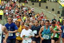 Flora London Marathon - Duncan Phillips - ,2000s,2002,cities,city,exercise,exercises,exercising,fitness,health,LFL leisure,london,Marathon,PHYSICAL,Physical Fitness,run,runner,runners,running,SPO sport,Sport,sports,taking,urban