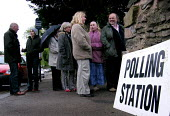 Voters queueing in the drizzle at a polling station in the relatively safe Liberal Democrat seat of Sheffield Hallam - David Bocking - 1990s,1994,2005,citizenship,DEMOCRACY,democrat,election,elections,General Election,high,liberal,liberals,line,numbers,people,POL politics,Polling Station,queue,queue queuing,queueing,queues,queuing,Sh