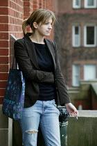 Birmingham University - student undergraduates on campus. Woman student smoking. - David Mansell - 15-03-2005