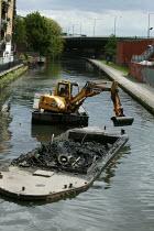 British Waterways dredging the Grand Union Canal, West London. - David Mansell - 09-05-2005