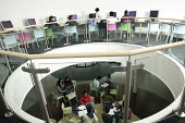Oxford Brookes University new Business School student building, the interior of the building was designed by students to be a interactive social learning space. Known as the 3rd spac, it is a place wh... - David Mansell - 06-07-2007