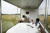 The world's first mobile hotel room, the travelpod by the budget hotel chain Travelodge. This hotel room is being reviewed by the travel writer Benji Lanyado, who is the first person to sleep in this... - David Mansell - 22-08-2007