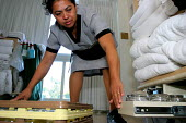 Housekeepers at the Beverly Hilton Hotel, one of the most luxurious in the US - David Bacon - 2000s,2006,America,americans,Angeles,back,bend,bending,Beverly,bme minority ethnic American,cities,city,cleaner,cleaners,cleaning,cleansing,Diaspora,EBF Economy,FEMALE,foreign,foreigner,foreigners,Hil