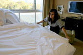 Housekeepers at the Beverly Hilton Hotel, one of the most luxurious in the US - David Bacon - 24-11-2006