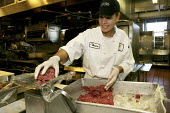 A cook at the Fairmount Hotel, California, one of the most luxurious hotels in the USA. - David Bacon - 08-10-2007