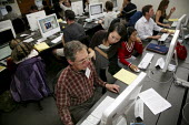 A reporter for the San Francisco Chronicle, takes a class in writing a blog at the Graduate School of Journalism at the University of California, as part of a skills upgrading program set up by his un... - David Bacon - 17-12-2009