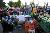 California. Hungry people queue for food at a distribution centre, Faith Lutheran Church in Castro Valley. - David Bacon - 01-08-2013
