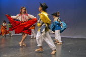 Fresno, California The Grupo Danza Folklorica Puro Corazon a dance group of young people and children, dancing the Jarabe from Ejutla, a town in Oaxaca. Dancers from the many ethnic groups of Oaxaca,... - David Bacon - 29-09-2013
