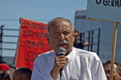 Cananea, Sonora, Mexico, Manny Armenta an orginizer from the U.S. union for miners, the USW, which has supported the strikers in Cananea and their union, speaking at a rally. Striking miners march at... - David Bacon - 26-03-2015