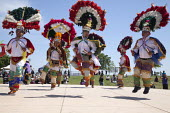 California, Dancers from the Triquis of Oaxaca, now living as migrants in the USA, at a festival of Oaxacan indigenous culture in Greenfield, where many Triquis have settled. Dancers perform the Danza... - David Bacon - 19-04-2015
