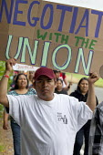 Negotiate with the Union, Boycott Driscolls, migrant farm workers demanding Trade Union recognition march to Sakuma Farms, a large berry grower in Washington. The workers and their supporters are dema... - David Bacon - 11-07-2015