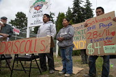 Migrant farm workers demanding Trade Union recognition at Sakuma Farms, a large berry grower, Burlington, Washington, USA. The workers and their supporters are demanding that the company bargain a con... - David Bacon - 2010s,2015,ACTIVIST,ACTIVISTS,against,America,American,americans,Amerindian,Amerindians,at,BAME,BAMEs,berry,BME,bmes,boycott,Brothers,CAMPAIGN,campaigner,campaigners,CAMPAIGNING,CAMPAIGNS,casual worke