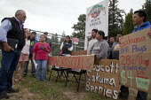 Pete Maturino, Agriculture Division of UFCW Local 5 speaking to Migrant farm workers demanding Trade Union recognition at Sakuma Farms, a large berry grower, Burlington, Washington, USA. The workers a... - David Bacon - 10-07-2015