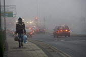 Woman with shopping in heavy Fog, London. - Duncan Phillips - 22-12-2006